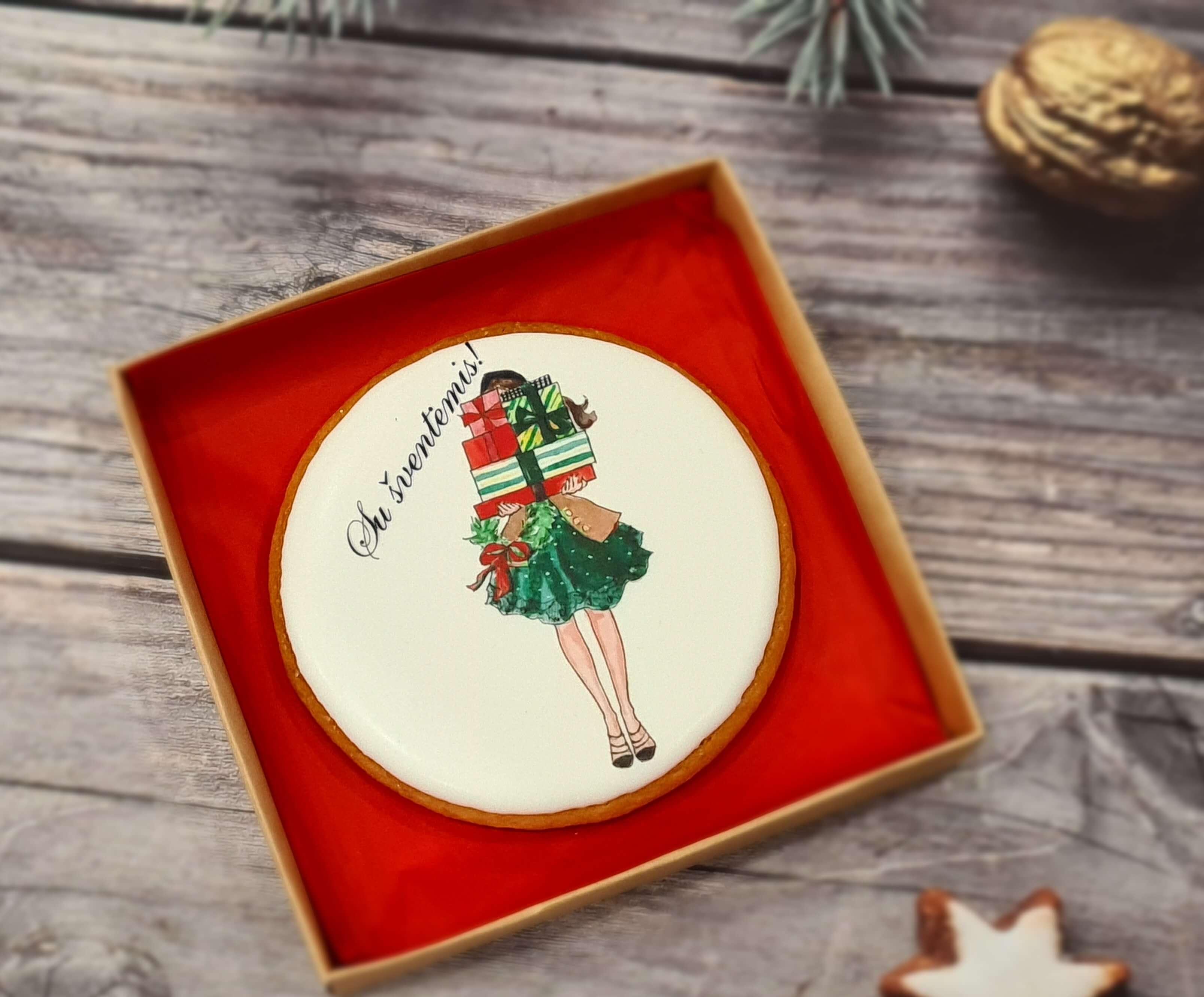 """Dekoruotas imbierinis sausainis """"Kalėdos - Moteris su dovanomis"""""""