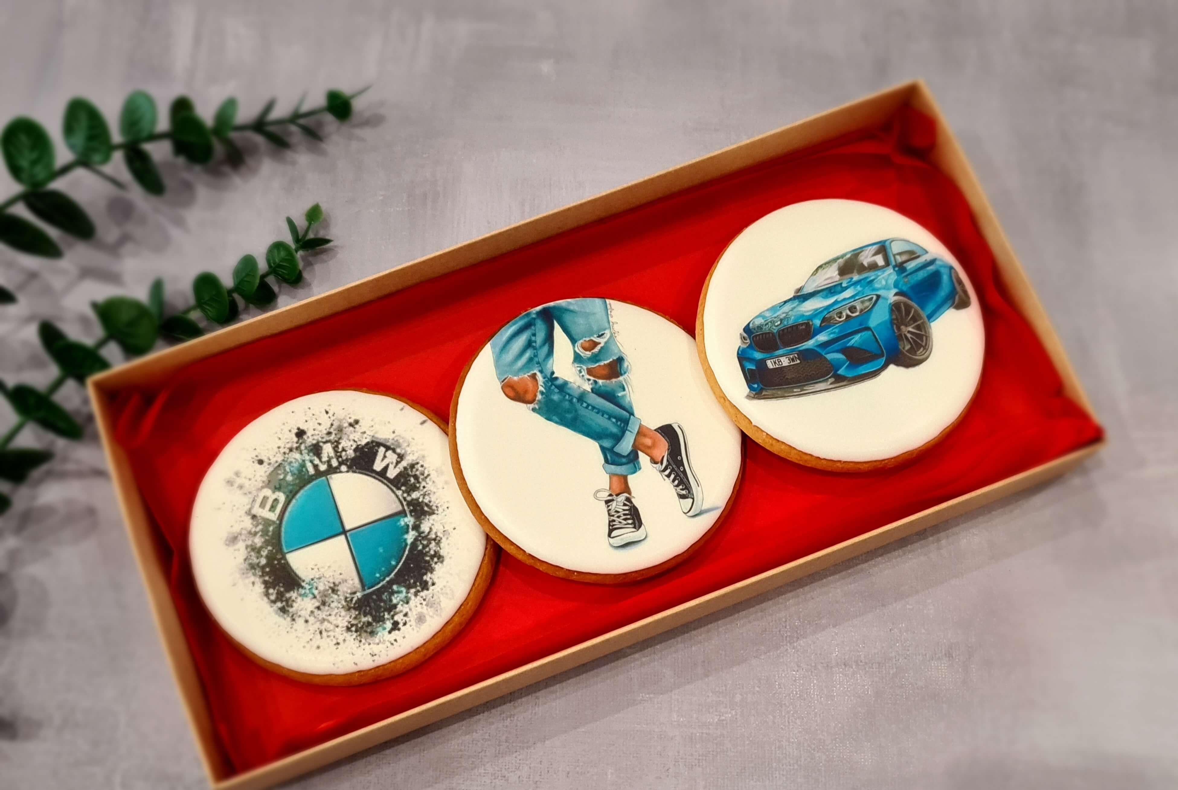 """Dekoruoti imbieriniai sausainiai """"BMW"""""""