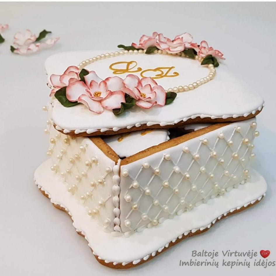 """Dekoruota imbierinių sausainių dėžutė """"Karališkos vestuvės"""""""