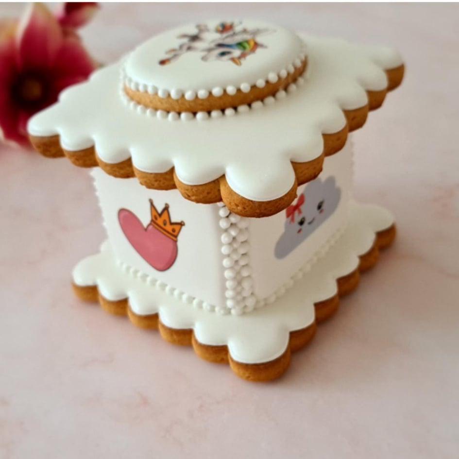"""Dekoruota imbierinių sausainių dėžutė """"Vienaragio sapnas"""""""