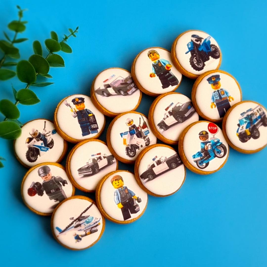 """Dekoruoti imbieriniai sausainiai """"Lego policija"""""""